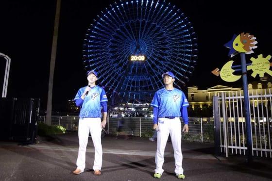 スペシャルユニフォームを纏ったDeNA・平良拳太郎(左)と今永昇太【写真:佐藤直子】