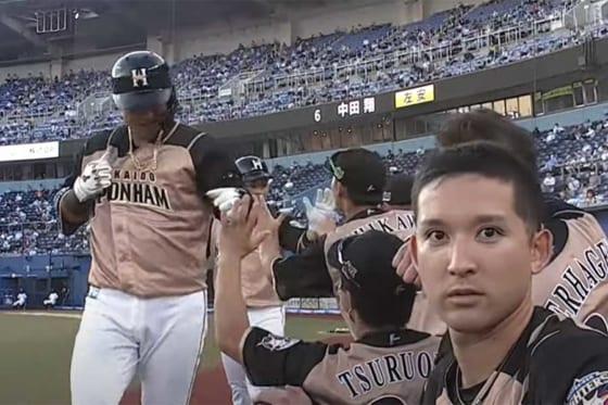 カメラ目線を披露した日本ハム・杉谷拳士【画像:パーソル パ・リーグTV】