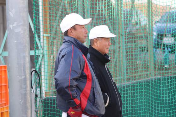 智弁和歌山・中谷仁監督(左)と高嶋仁前監督【写真:沢井史】