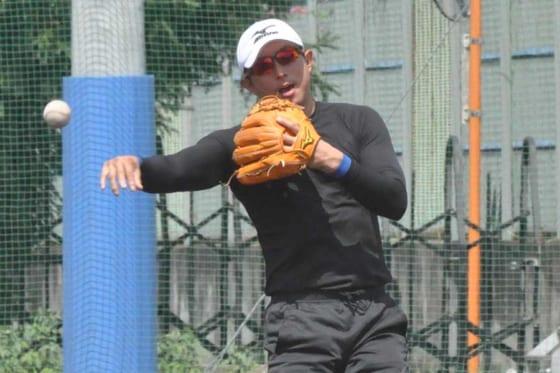 BCリーグに所属する栃木ゴールデンブレーブスの練習に参加した川崎宗則【写真:小西亮】