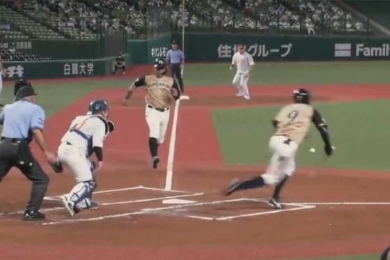 本塁に向かって激走する日本ハムのクリスチャン・ビヤヌエバ【画像:パーソル パリーグTV】