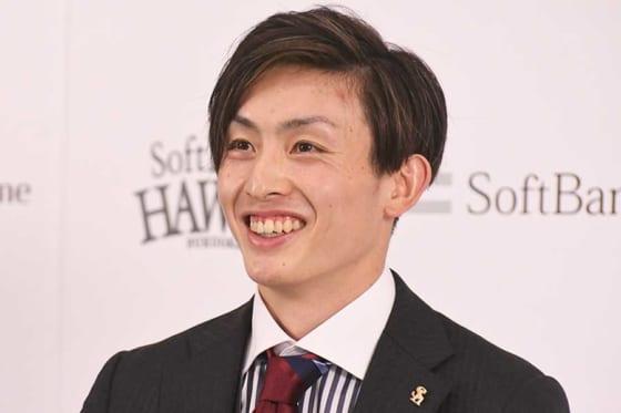 会見に臨んだソフトバンク・周東佑京【写真:代表撮影】