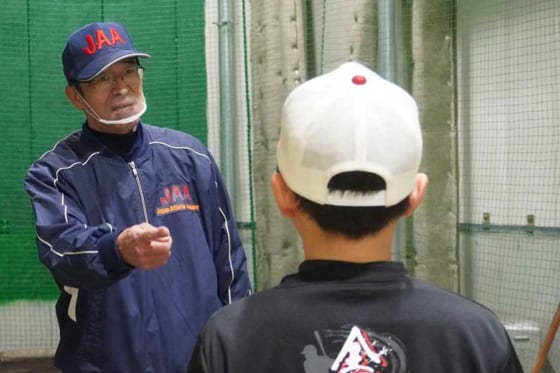 現在は横浜市の野球塾で小中学生を指導している遠藤一彦氏【写真:宮脇広久】