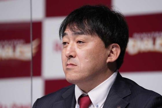 楽天・石井一久GM兼監督【写真:荒川祐史】