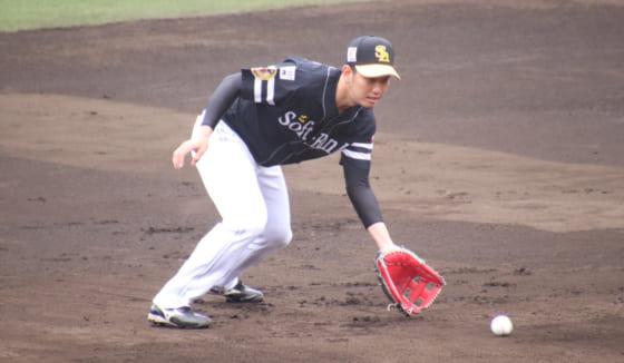 初の三塁手に挑戦したソフトバンク・栗原陵矢【写真:福谷佑介】