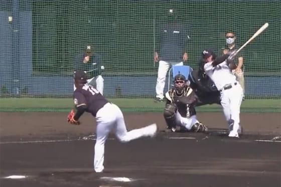 二塁打を放った日本ハムのドラフト6位・今川優馬(右)【画像:パーソル パ・リーグTV】