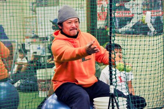 現在は小中学生を対象にした野球塾を主宰している長坂秀樹氏【写真:小西亮】