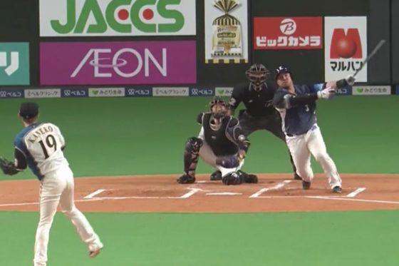 バックスクリーンへの本塁打を放った西武・山川穂高【画像:パーソル パ・リーグTV】