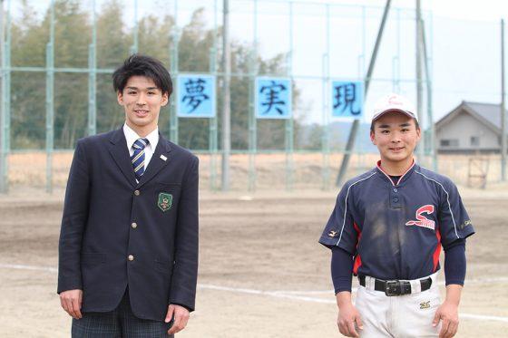 グラウンドで撮影した兄弟(左が航汰さん、右が隼翔選手)【写真:高橋昌江】