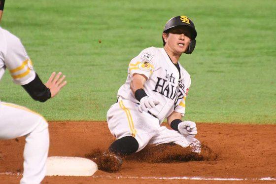 「2番・二塁」で先発し3安打と活躍したソフトバンク・川島慶三【写真:藤浦一都】