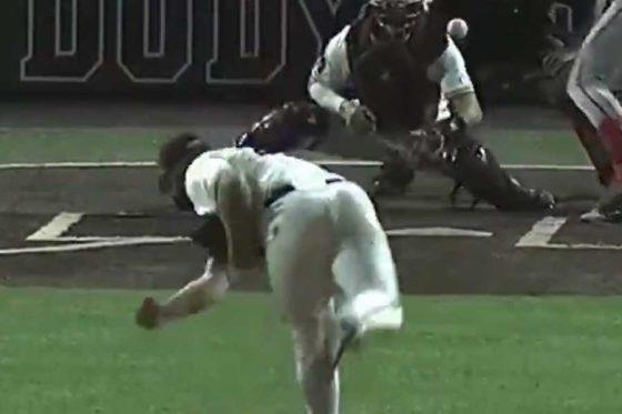 ミシシッピ州立大のランドン・シムズ投手の投球が話題(画像はスクリーンショット)