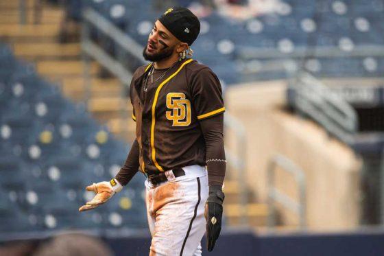 本塁へ生還したパドレスのフェルナンド・タティスJr.【写真:Getty Images】