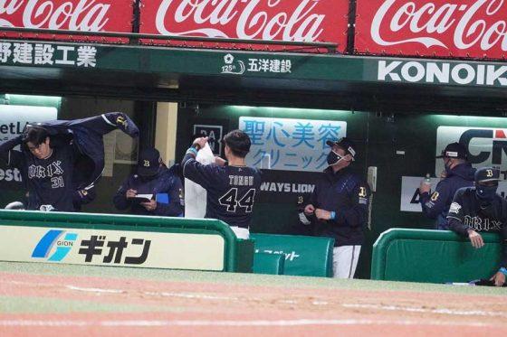 試合終了後のオリックスベンチの様子【写真:宮脇広久】