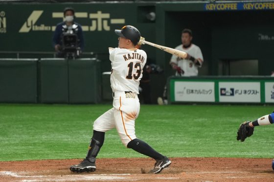 移籍後初本塁打を放った巨人・梶谷隆幸【写真:荒川祐史】