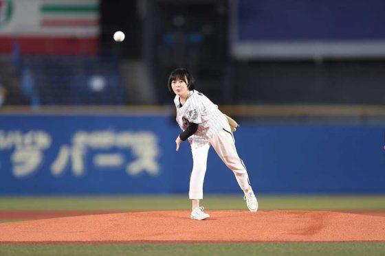 始球式に登場した森七菜さん【写真提供:千葉ロッテマリーンズ】