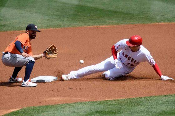 初回に内野安打で出塁し二盗を決めるエンゼルス・大谷翔平【写真:Getty Images】
