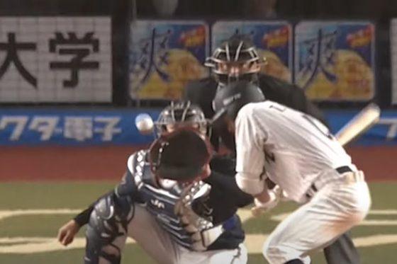 オリックス・山本由伸の変化球にバッターは身を屈めた【画像:パーソル パ・リーグTV】