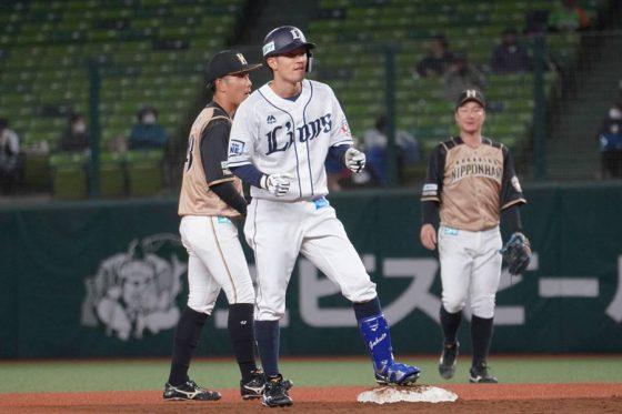 7回に二塁打を放った西武・若林楽人【写真:宮脇広久】