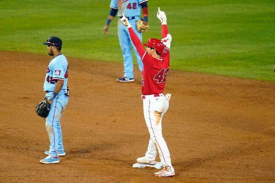 中前打の送球間に二塁まで進み逆転劇を演出したエンゼルス・大谷翔平【写真:AP】
