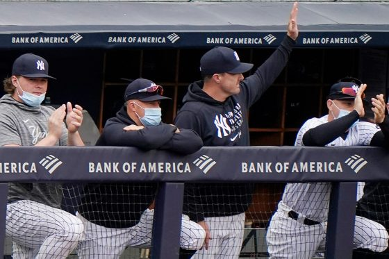 ファンの声援に応えるヤンキースのジェイ・ブルース【写真:AP】