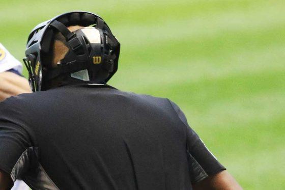 """3Aの試合で球審が下した""""とんでも判定""""にファンから非難の声【写真:Getty Images】"""