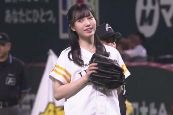 始球式に登場したHKT48・運上弘菜さん【画像:パーソル パ・リーグTV】