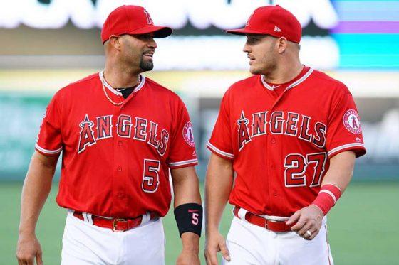 エンゼルスのアルバート・プホルス(左)とマイク・トラウト【写真:Getty Images】
