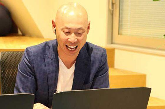 ファンとのオンラインイベントを楽しむ森本稀哲さん【写真:(C)PLM】