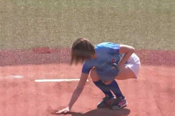 始球式に登場した稲村亜美さん【画像:パーソル パ・リーグTV】