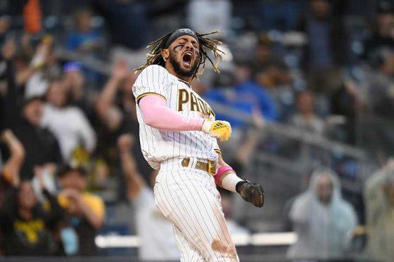 好走塁で生還したパドレスのフェルナンド・タティスJr.【写真:Getty Images】