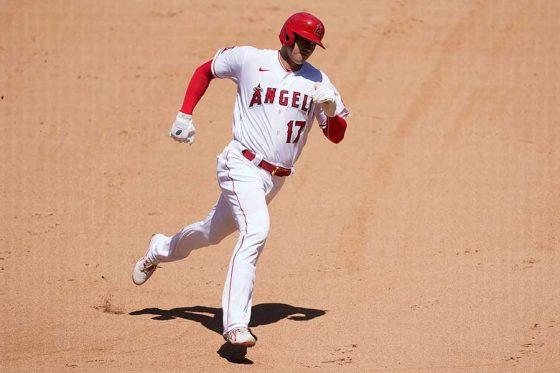 好走塁で本塁に生還したエンゼルス・大谷翔平【写真:AP】