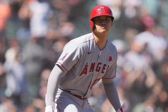 9回2死に代打で登場し、四球で出塁したエンゼルス・大谷翔平【写真:Getty Images】