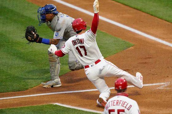 レンドンの適時打で本塁に生還したエンゼルス・大谷翔平【写真:AP】