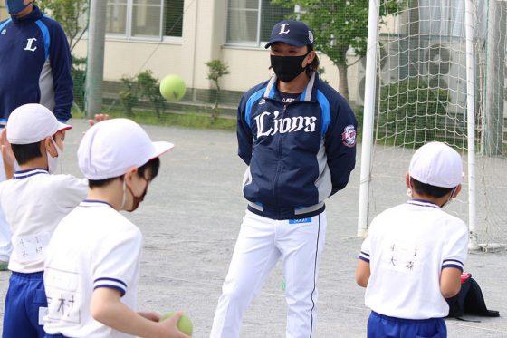 ライオンズアカデミーでコーチを務める水口大地さん【写真:球団提供】
