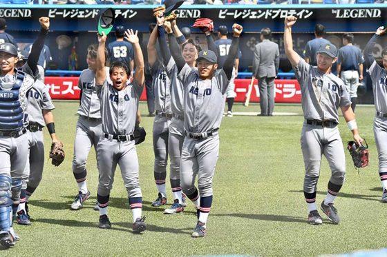 決勝進出を決め喜ぶ慶大ナイン【写真:中戸川知世】