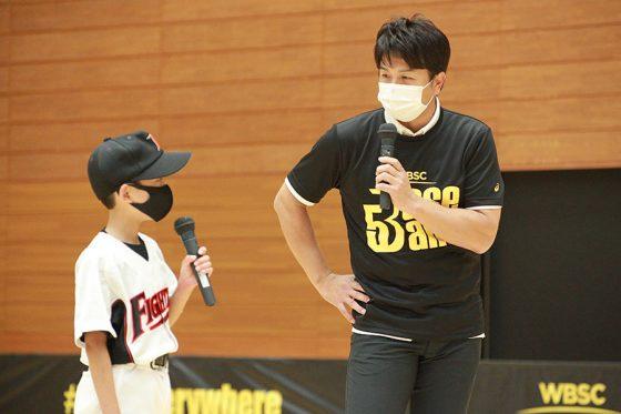 「Baseball5」の体験イベントに参加した前巨人監督の高橋由伸氏(右)【写真:編集部】