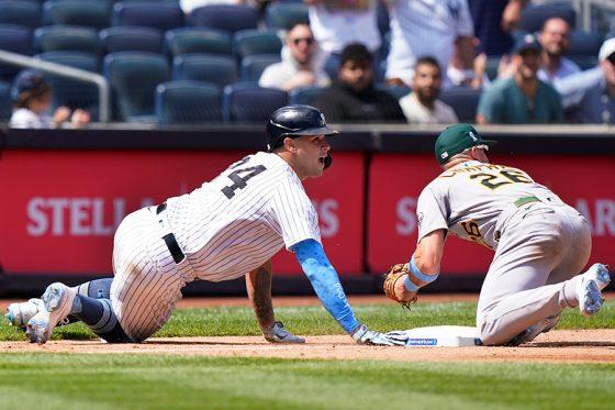 ヤンキースのサンチェス(左)とアスレチックスのチャップマン【写真:AP】