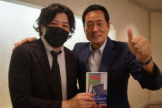 オンライン記者会見に出席した中畑清氏(右)と著者・二宮寿朗氏【写真提供:双葉社】