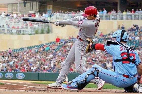 第1打席で二塁打を放ったエンゼルス・大谷翔平【写真:AP】