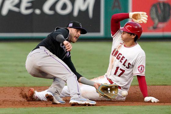 初回、先制適時打を放つとすぐさま盗塁を決めたエンゼルス・大谷翔平【写真:AP】