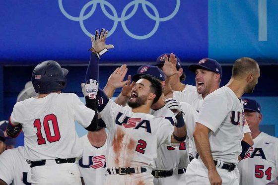 敗者復活戦を勝ち上がり、準決勝に進出した野球米国代表【写真:AP】