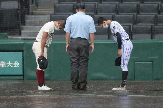 大会5日目第1試合は8回降雨コールドで大阪桐蔭が東海大菅生を下し2回戦に進出【写真:共同通信社】