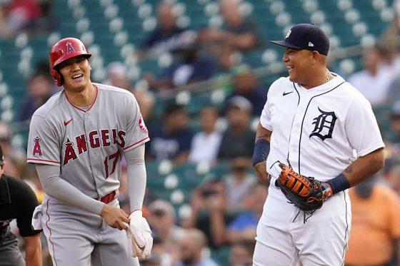 エンゼルス・大谷翔平(左)とタイガースのミゲル・カブレラ【写真:AP】