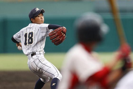 決勝戦に先発した神戸弘陵・日高結衣【写真:共同通信社】