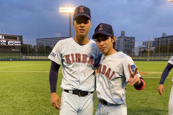 近大時代の佐藤輝明(左)と美濃晃成【写真:本人提供】