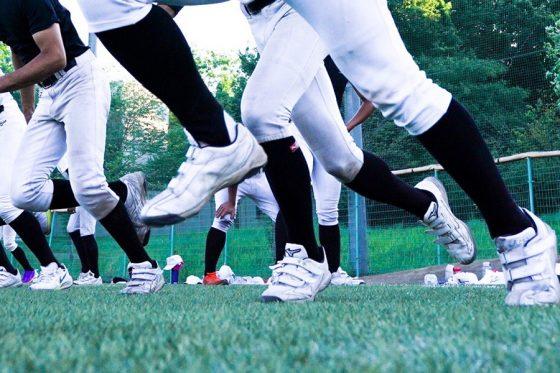 アマチュア野球界に「白いスパイク」ブームが到来