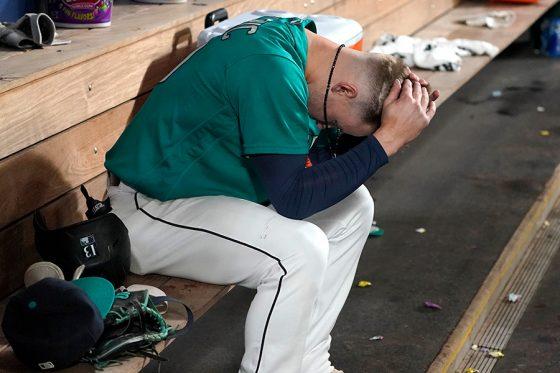 9回2死から右飛に倒れたマリナーズ新人のケルニック【写真:AP】